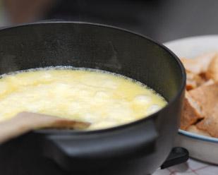 recette fondue savoyarde d couvrez cette recette de cuisine sur recette. Black Bedroom Furniture Sets. Home Design Ideas