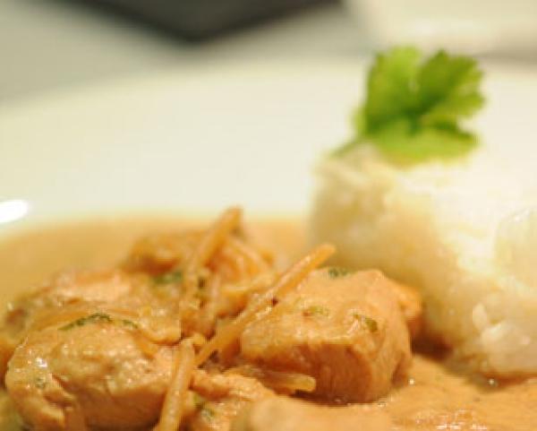 recette wok de poulet et germes de soja d couvrez cette recette de cuisine sur recette. Black Bedroom Furniture Sets. Home Design Ideas