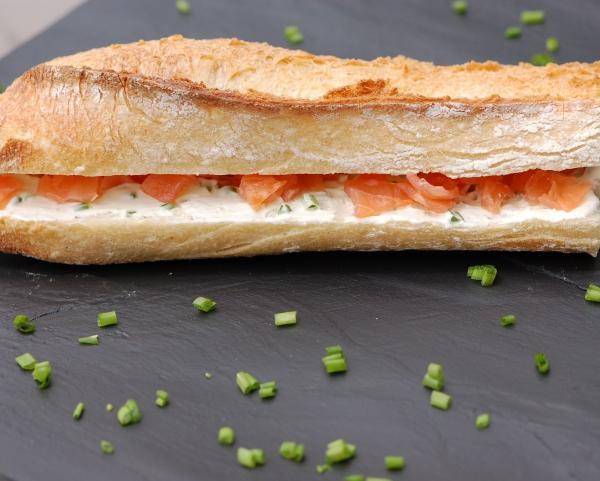 recette sandwich au saumon fum et cr me de ciboulette d couvrez cette recette de cuisine sur. Black Bedroom Furniture Sets. Home Design Ideas