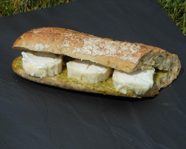 Sandwich chèvre et pesto