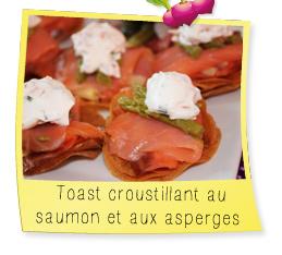Toast croustillant au saumon et aux asperges
